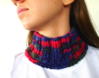 Hand knit cowl scarf in blue and red. Wool neck warmer. Blue infinity scarf. Knitted scarf with buttons. Unique handmade scarves