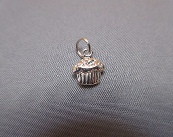 Cupcake .925 Sterling Silver Charm
