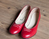 Dorothy shoes   vintage 40s shoes   1940s red flats   deadstock vintage 1940s shoes   red leather vintage flats   Fashioned for Fit   sz. 9