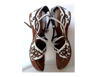 90s wood BOCAGE tribal CLOGS shoes // size eu 39 -uk 5.5 -us 7.5