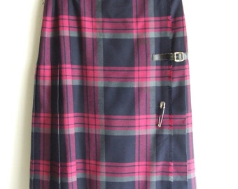 Bagarry kilt/ Vintage 70s skirt/ tartan wool/tartan skirt/safety pin/