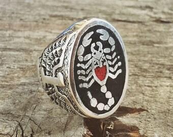 Stinger coral biker ring