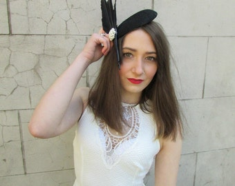 Black Feather Fascinator Headpiece Hat Vintage Races Ivory White Pearl 1940s Y74