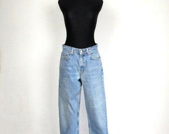 Vintage 80's 550 LEVI'S Light Blue Boyfriend Super High Waisted Jeans Size W 32 L 32