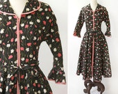 vintage 1960s lounging dress <> 1960s dressing gown <> 60s Evelyn Pearson house dress <> vintage 60s housecoat dress
