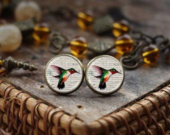 Humming Bird earrings, Humming Bird Jewelry, Nature earrings, Bird earrings, Victorian Birds earrings, little bird stud earrings