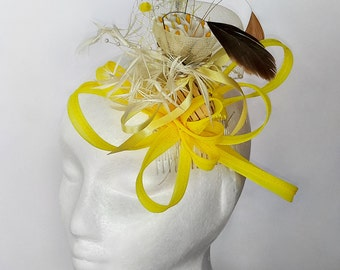Small White Lily Flowers Fascinator