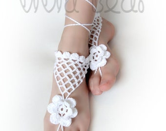 Barefoot Sandals. Crochet Foot Jewelry. White Flower and Net Anklet. Boho Fesival Accessory. Beach Wedding party. Set of 2 pcs.