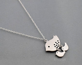 Mother Bird Necklace, Mama bird two baby birds, sterling silver chain, small charm pendant, mom love kid, family jewelry, Mother's day