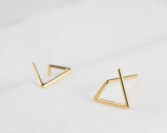 Line Triangle Stud in Silver or Vermeil Gold 22k // Délicat Earrings // gold studs // geometric earrings // tiny studs // GM006