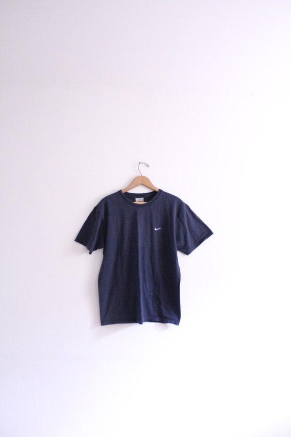 navy blue nike t shirt
