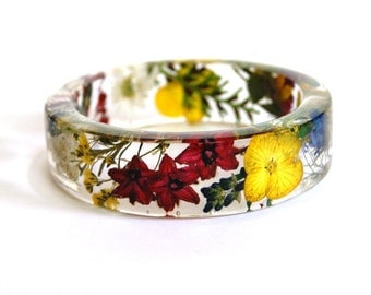 Resin Bangle Bracelet. Flower bangle. Flower bracelet. Real flowers. Botanical. Summer jewelry. Pressed flowers jewelry. Gift for her