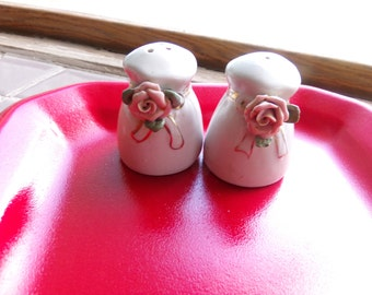 Vintage Salt and pepper shakers, Rose salt and pepper shakers, old salt and pepper shakers