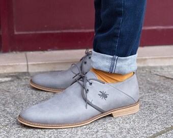 Chaussures grises en cuir pour Hommes, fabriquées en France à la main / Chaussures de ville Made in France / Casual chic, Trendy