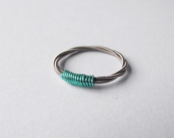 Guitar string ring - mint