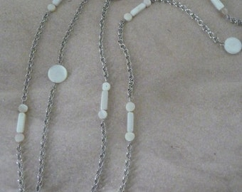Long necklace with pieces of shell unbleached
