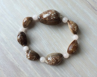 Cowry shell bracelet with mountain jade beads, beaded cowry shell stretchy bracelet, Hawaiian seashell bracelet, surfer bracelet