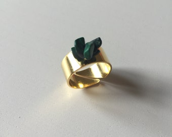 Golden ring decorated with dark green Howlite stones