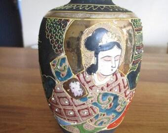 A  japanese vase , oriental vase ref 1