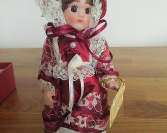 boxed Henrietta regency porcelain doll, victorian style limited edition ref 8