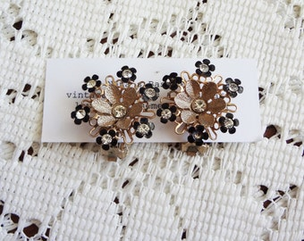 Vintage gold flower clip on earrings