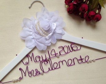 Personalized Elegant Wedding Hanger with Date,Custom Bride Hanger,Name Hanger,Bridesmaid gift,Mother hanger,Flower girl,Flower and Pearls