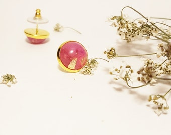 Pink resin earrings / Gold flakes resin earrings