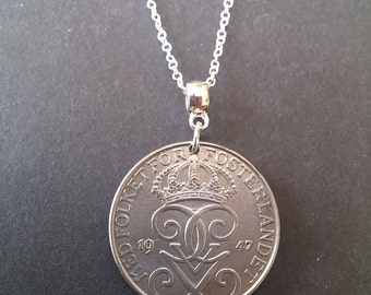 """Swedish 5 Ore coin necklace 1947. Good condition on 20"""" sterling silver chain. Birthday or anniversary gift. Sweden Fosterlandet"""
