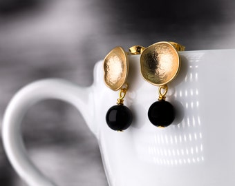 Small gold plated cup-shaped earrings with onyx beads, satin gold stud earrings, onyx earrings, delicate golden stud earrings, black gold
