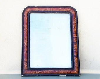 Shabby chic, French mirror with faux bois style frame. Mid 19th Century. Medium size, pretty rounded top with nice patina showing layers.