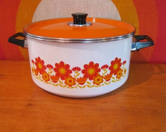 Vintage Enamel Cooking Pot with Lid, White with Orange Daisies, Floral Pattern Cooking Pot, Mid Century Cookware, Retro Pots and Pan