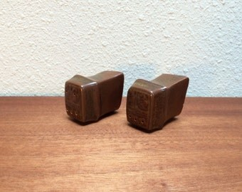 Iron Mountain Stoneware salt and pepper shakers / Roan Mountain pattern / 1970s