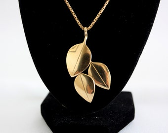 9ct Gold three leaf Pendent 9 grams 1980s