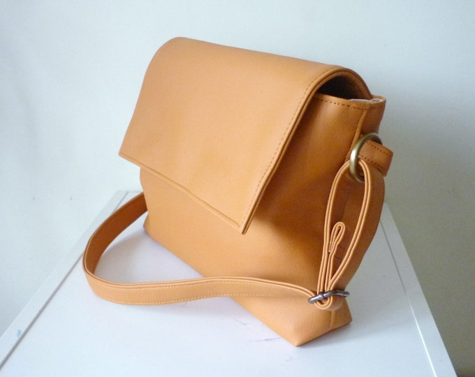 Shoulder bag Vegan Leather bag Crossbody bag Caramel Handbag Leather bags women