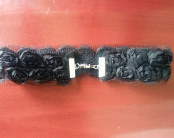 Rosette ribbon black choker necklace.