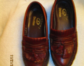 Vintage Dexter medium brown tassled loafer style shoes. Size 7 M. Made in the USA.