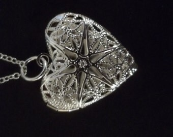 """Silver Pattern Locket Necklace with 18"""" Silver Rope Chain"""