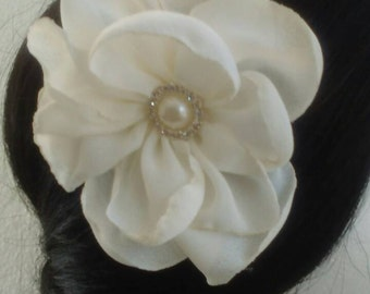 Wedding flowers hairpiece