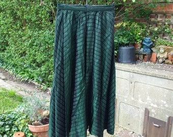 "Vintage 1950's full circle skirt in green and black striped taffeta waist 24"" length 32"""