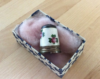 Vintage Sterling Silver Frilli Gioielliere Pontevecchio, 39-41 Firenze Thimble with Handpainted Roses and a Rich Pink Glass top