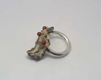 hammered, matte silver ring with shell, Carnelian and 18kt yellow gold