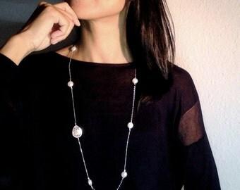 Lange Perlen Kette mit einem Perlmutt-Pendant