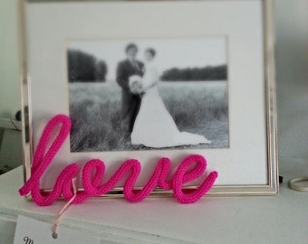 "Decorative word ""love"" enlaine"