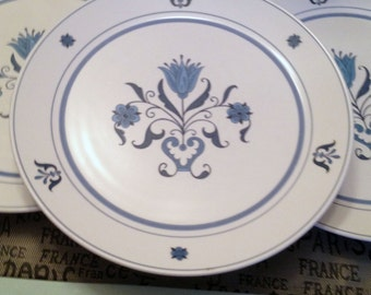 Vintage (c.1960) Noritake Progression Line Blue Haven 9004 large dinner plate. Blue-and-white design made in Japan.