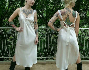 """Vintage 1980s Cream Embroidered Long Silk Nightgown size M (bust 36"""")"""