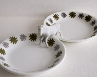 Set of two vintage Studio Meakin dishes