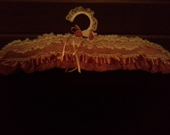 Knitted Lace Coathanger