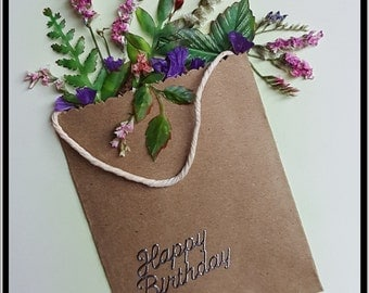 Bag with Flowers (Beige) All cards are crafted with recycled paper