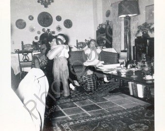 Fun picture with lots of movement - Children playing - Vintage Snapshot - 1950s