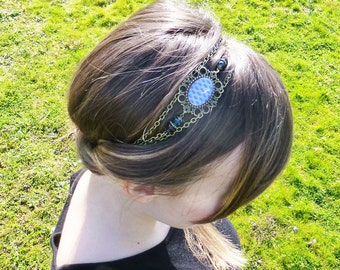 Blue headband, vague reason usually, style retro vintage romantic, pearls and brass bronze-colored chains